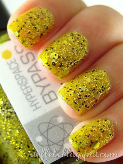 mustard-glitter-nails via