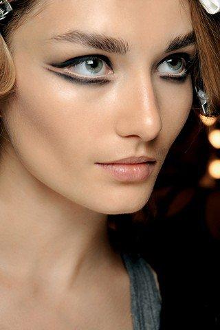 nouvelle tendance maquillage le double trait d eyeliner astuces de filles. Black Bedroom Furniture Sets. Home Design Ideas
